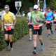 Start für 42,19 Kilometer: Wolfgang Wessels (links) und zehn Freude starten zur privaten Laufveranstaltung.