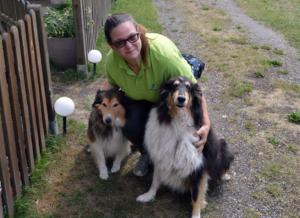 Katrin Kieper vom Campingplatz mit ihren beiden Collies Didi und Dumbledore.