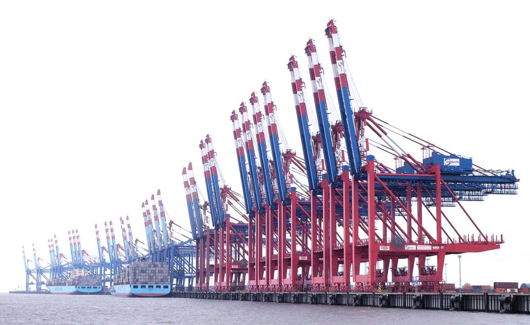 Das Foto zeigt Verladekräne am Containerterminal Bremerhaven.