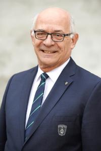 Klaus-Dieter Fischer im Sacko mit Werder-Logo