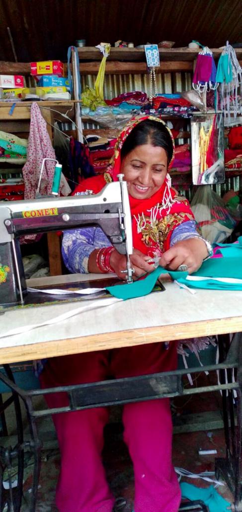 Für 100 Euro kann man in Nepal einen Arbeitsplatz für eine Näherin einrichten.