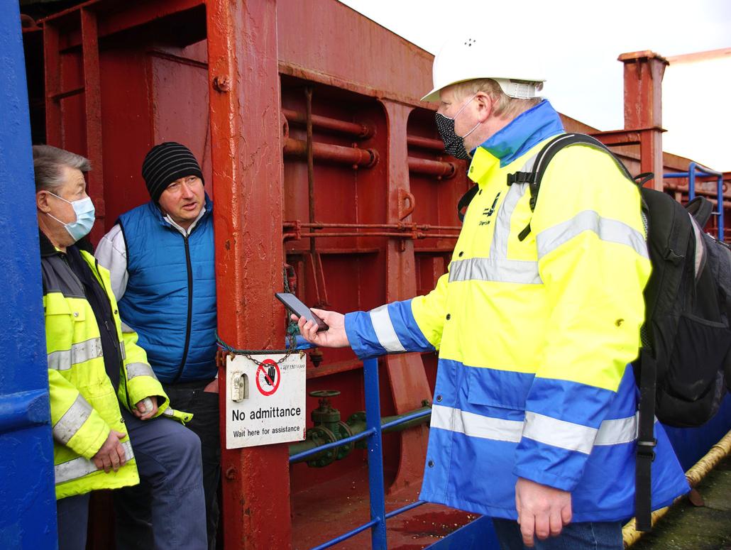 Interview Reling Schifffahrt Hafen