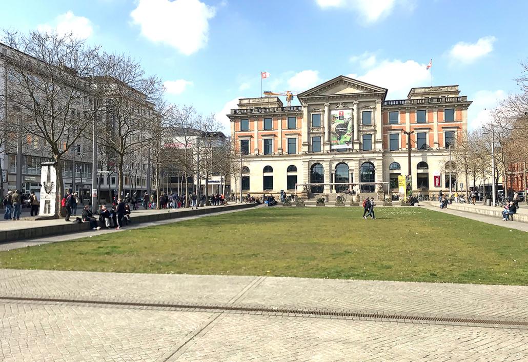 Bremen, Platz vor dem Übersee-Museum