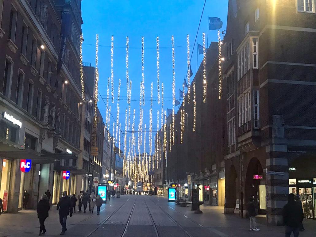 Die Bremer Obernstraße mit weihnachtlicher Beleuchtung