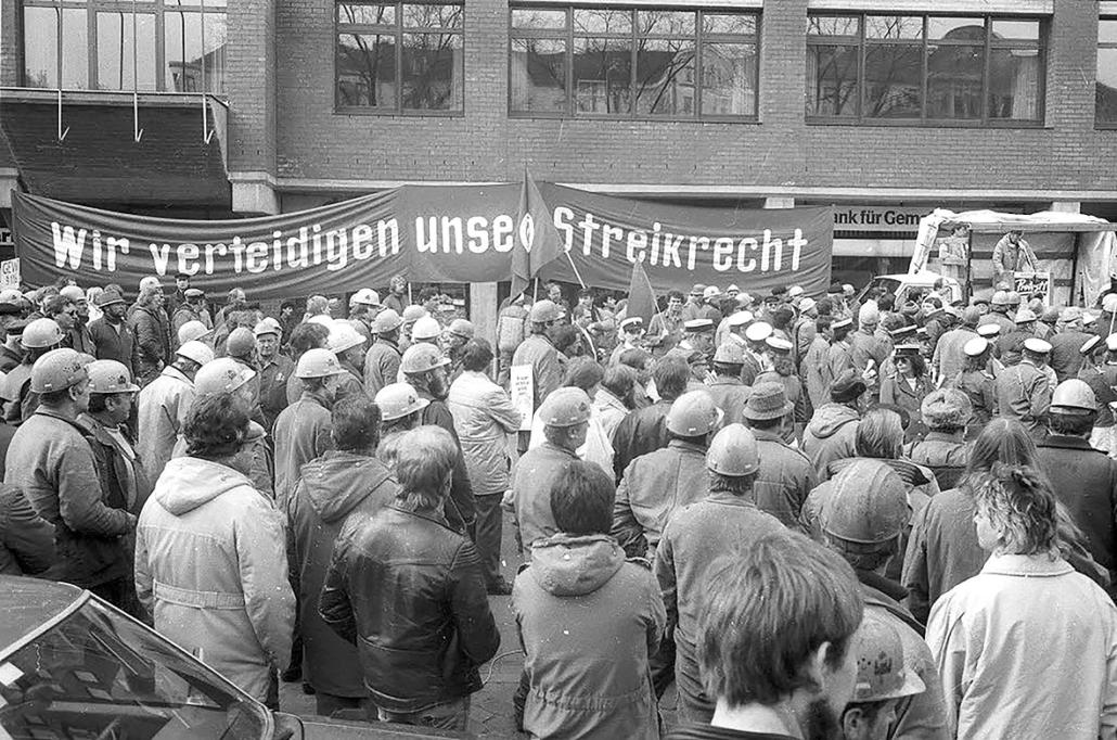 Kundgebung zum 1. Mai mit Werftarbeitern.