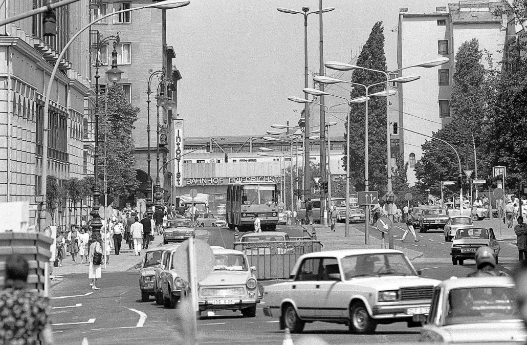 Straßenszene Berlin, Friedrichsstraße 1988
