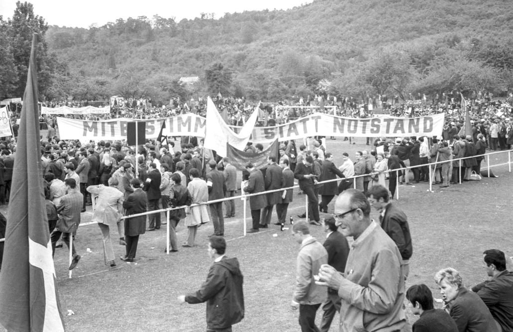 Demonstration gegen die Notstandsgesetze.