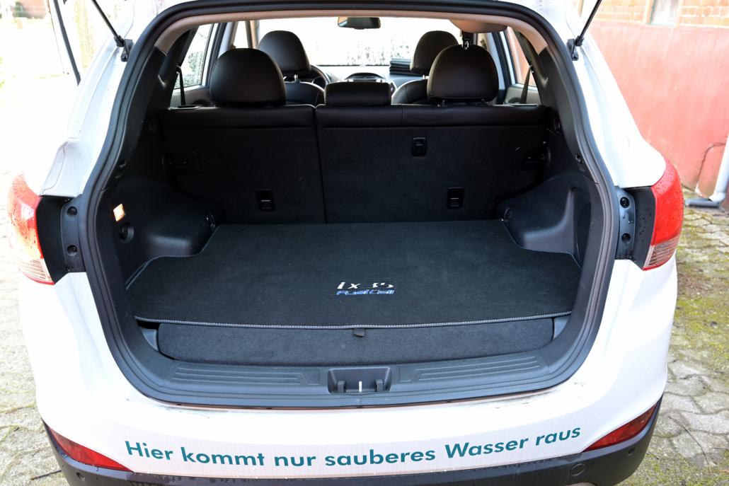 Blick in den Kofferraum eines Wasserstoff-Auto.