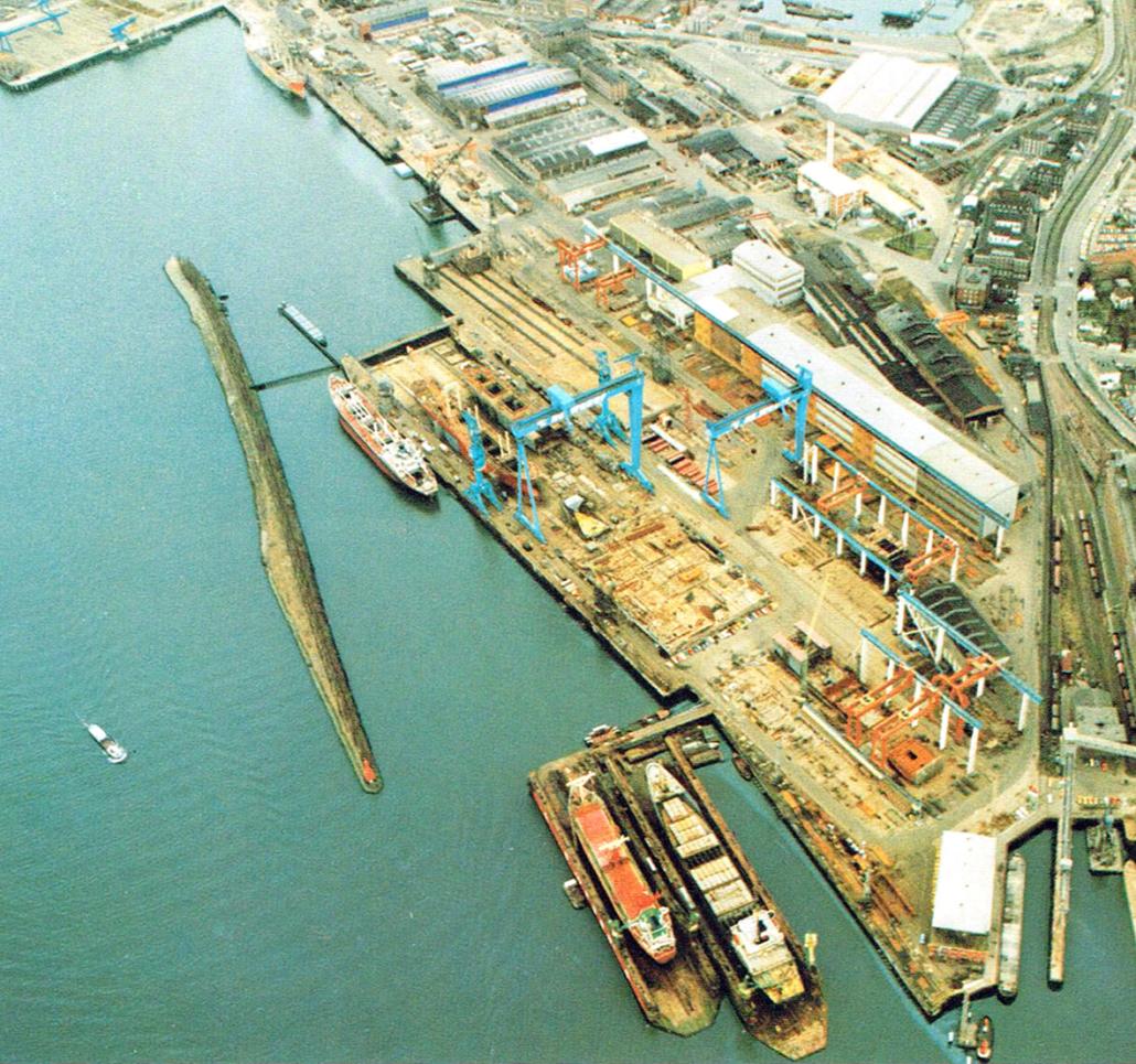 Blick auf eine Werft.
