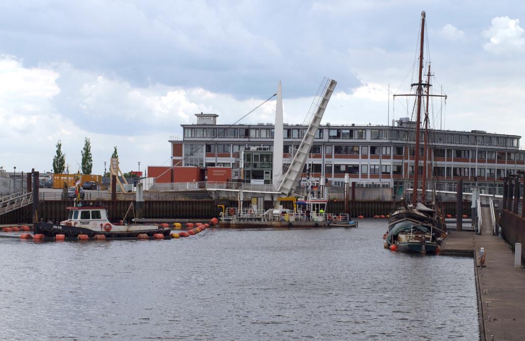 Baggerarbeiten in einem Hafen.