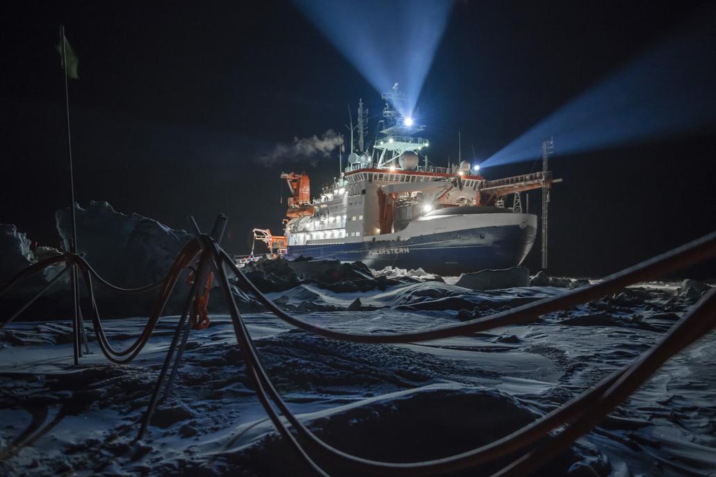 Polarstern im Eis der Arktis