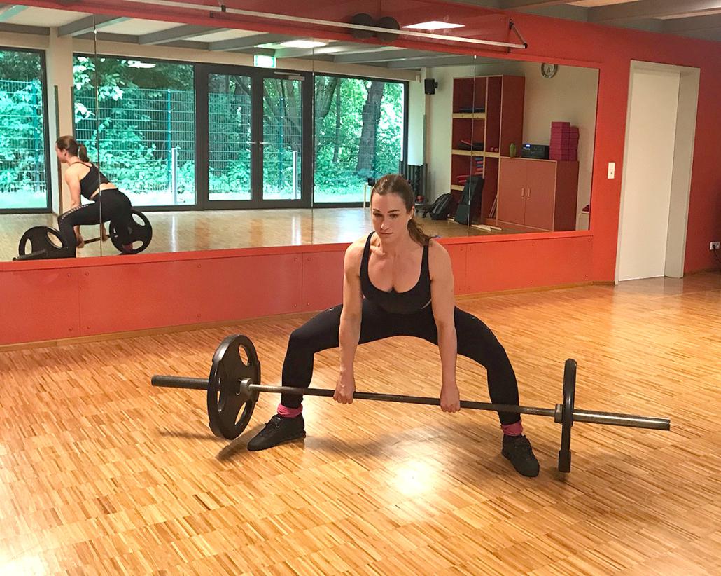Shirin Kern beim Kreuzheben-Training