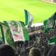 Wehende Vereinsfanen von Werder Bremen im Weserstadion.