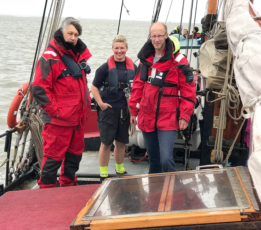 Ein Teil der Crew: Skipper Klaus Schlösser, 1. Bootsfrau Kerstin Meier und 2. Bootsmann in Ausbildung, Stephan Niedergesäß.